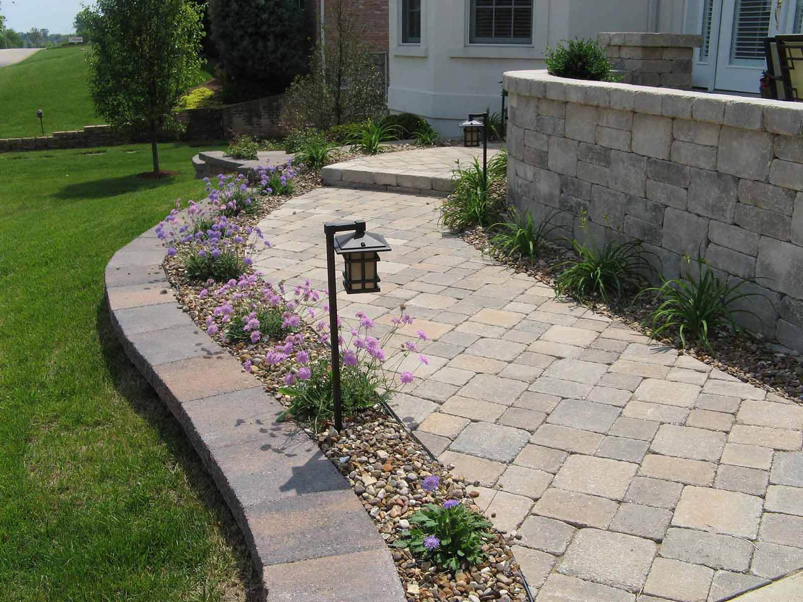 Hessit Works Inc. - Tumbled Pavers - Bavarian - Walk